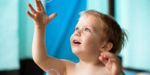 کنجکاوری در کودکان- تقلید کودکان از بزرگترها